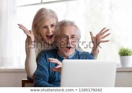 Casal emocionante notícia e-mail mulher telefone Foto stock © photography33