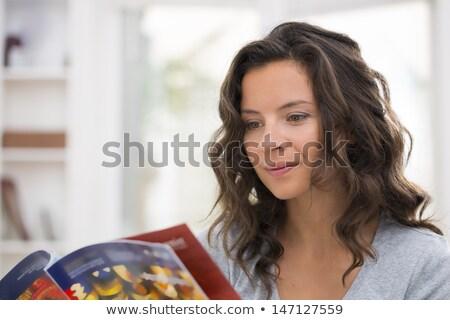 Сток-фото: Cute · женщину · чтение · журнала · гостиной · лице