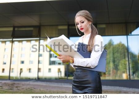 Femme d'affaires malheureux dossier document résultats négatifs Photo stock © lunamarina