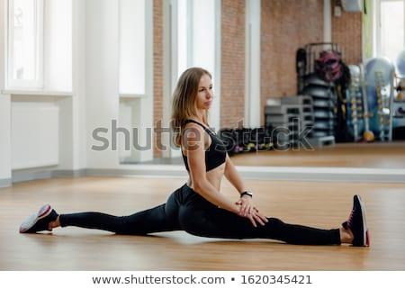 Jonge fitness vrouw geïsoleerd witte sexy Stockfoto © stepstock