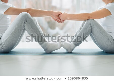 Obraz trener trzymając się za ręce starszy ludzi posiedzenia Zdjęcia stock © wavebreak_media