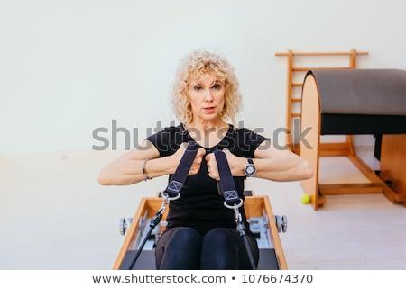 Foto stock: Pilates · mujer · gimnasio · fitness · maestro · piernas