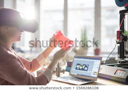 Contemporain jeunes femme d'affaires casque imprimé Photo stock © pressmaster