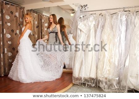 Twee bruiden kopen trouwjurk store Stockfoto © Kzenon