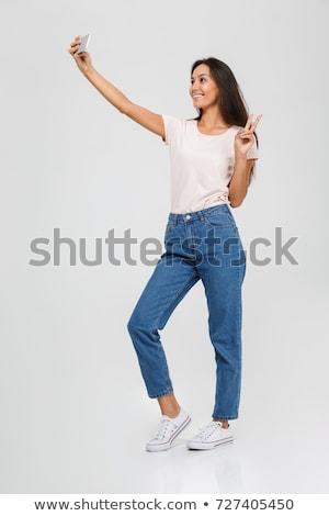 Asya kız fotoğraf cep telefonu klozet Stok fotoğraf © Maridav