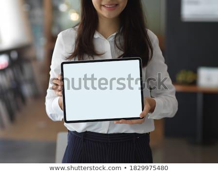 fiatal · üzletasszony · mutat · tabletta · képernyő · nők - stock fotó © maridav