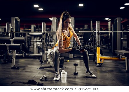 Stock fotó: Gyönyörű · karcsú · nő · súlyzók · zenét · hallgat · testmozgás