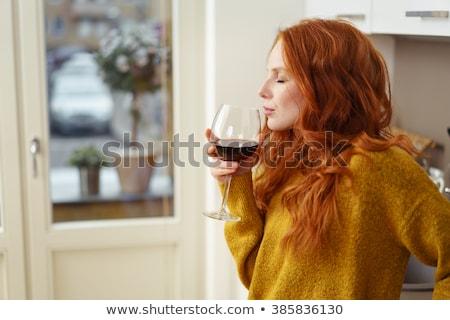 starsza · kobieta · szkła · wino · czerwone · pitnej · kobieta · wina - zdjęcia stock © lightfieldstudios
