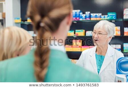 Erfahren Chemiker Frau gut Rat Familie Stock foto © Kzenon