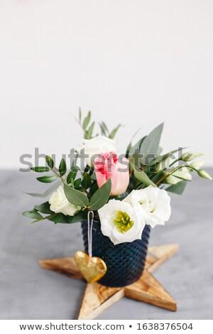 春 花束 透明な ガラス 花瓶 木製 ストックフォト © user_15523892