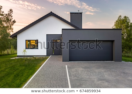 lichtgroen · deur · garage · Windows · twee · lantaarns - stockfoto © bobkeenan