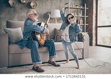 due · persone · cantare · giocare · chitarra · ragazza · uomo - foto d'archivio © lunamarina