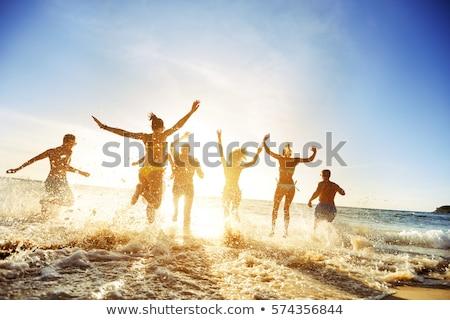 Multitud personas ejecutando mar panorámica monocromo Foto stock © Bananna