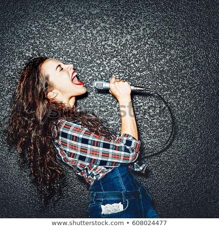 vonzó · nő · sikít · mikrofon · énekel · fekete · nő - stock fotó © feelphotoart