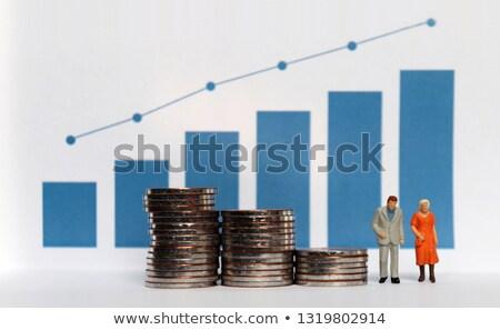 Stock fotó: Nyugdíj · szegény · idős · nő · kéz · a · kézben · kevés · érmék
