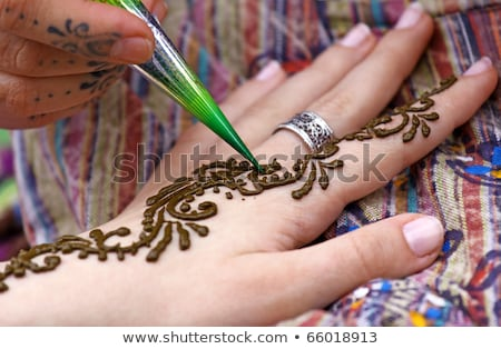 Indian Bild Frau dekoriert gemalt Henna Stock foto © master1305