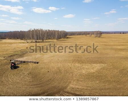 Luftbild Zugmaschine braun Bereich arbeiten Landwirtschaft Stock foto © artjazz