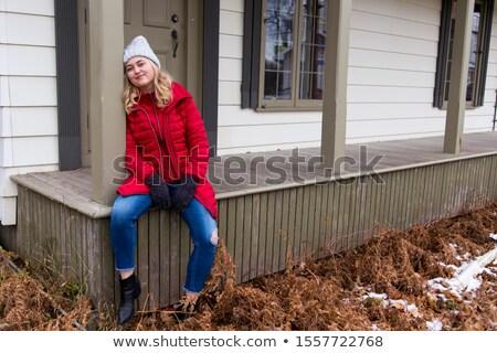 jovem · varanda · sorridente · sessão · olhando - foto stock © feverpitch