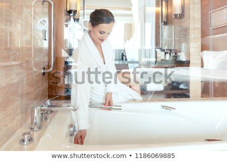 Kobieta luksusowy hotel łazienka wody wanna Zdjęcia stock © Kzenon