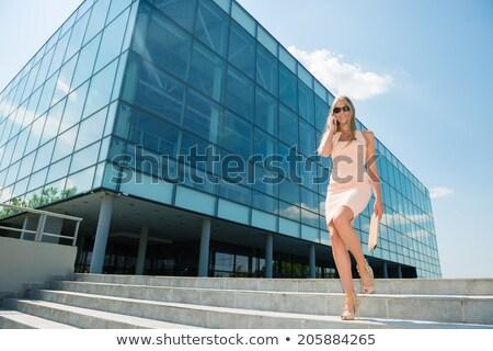 gelukkig · jonge · vrouw · lopen · straat · afbeelding - stockfoto © deandrobot