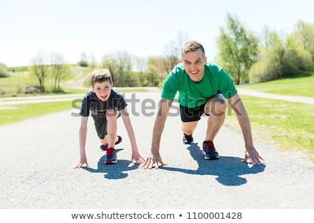 Zdjęcia stock: Rodziców · dzieci · sportu · uruchomiony · wraz · na · zewnątrz