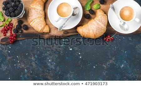 Reggeli csésze kávé croissantok bogyók étel Stock fotó © Melnyk