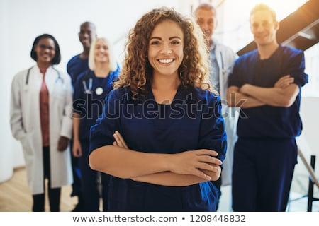 sebész · keresztbe · tett · kar · néz · kamera · kollégák · előad - stock fotó © pressmaster