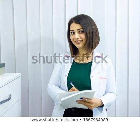 Güzel genç gülen esmer kadın beyaz Stok fotoğraf © pressmaster
