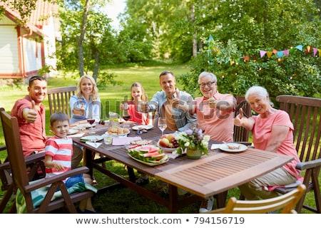 Grootvader jongen tonen zomer familie Stockfoto © dolgachov