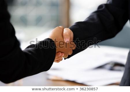 Aperto de mão racial duas mulheres diferente amigos preto Foto stock © fouroaks