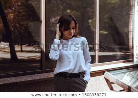 Belo jovem morena edifício moderno atrás mulher Foto stock © Nejron