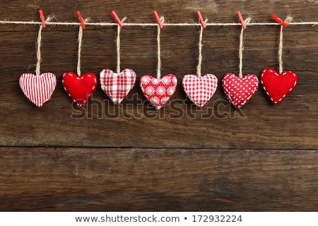 Sentimenteel valentijnsdag geschenk Rood hart Stockfoto © ozgur