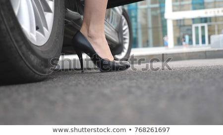 fora · carro · mulher · jovem · passos · lado · porta - foto stock © andreypopov