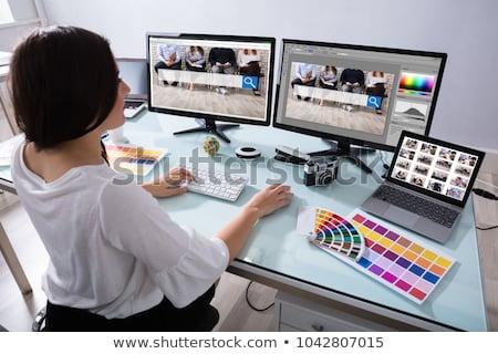 Projektant pracy wielokrotność komputerów mężczyzna strony Zdjęcia stock © AndreyPopov