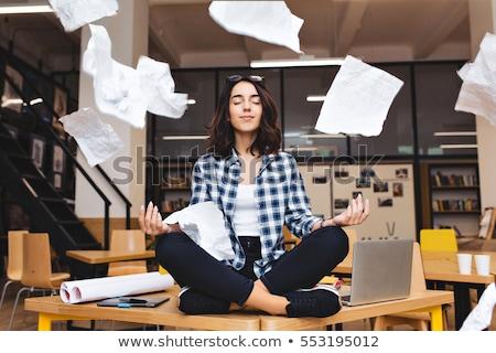 Studie pauze student werken laptop boom Stockfoto © danielgilbey