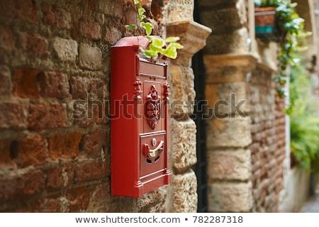 Edad rey rojo post cuadro muro de piedra Foto stock © backyardproductions