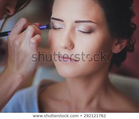 mulher · para · cima · olhos · escove · cara - foto stock © wavebreak_media