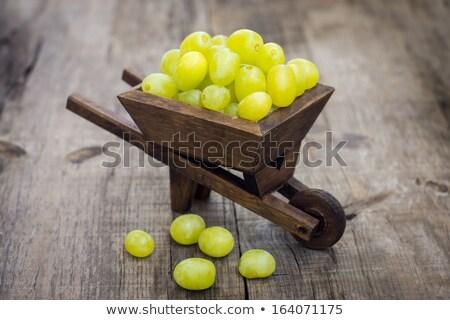 Taze yeşil üzüm el arabası tok ahşap şarap Stok fotoğraf © kbuntu
