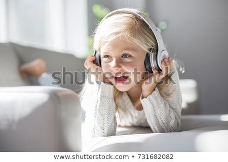 Dziewczynka słuchanie muzyki portret cute dziewczyna Zdjęcia stock © gophoto