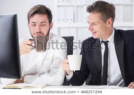 ビジネスマン · ラップトップを使用して · 飲料 · コーヒー · キッチン · ビジネス - ストックフォト © kzenon