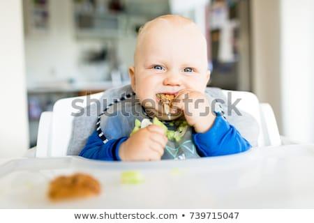Baby jongen eten methode brood komkommer Stockfoto © blasbike