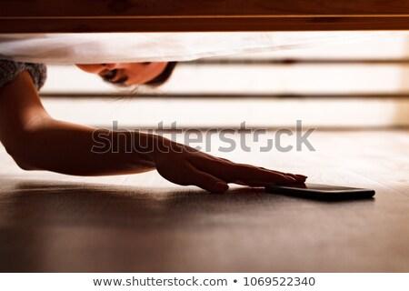 Alguém ocultação cama menina mão Foto stock © Nobilior