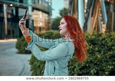 vrouwelijke · jonge · glimlachende · vrouw · shirt - stockfoto © deandrobot