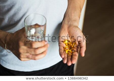 Jovem pílula moço omega3 olho água Foto stock © Lopolo