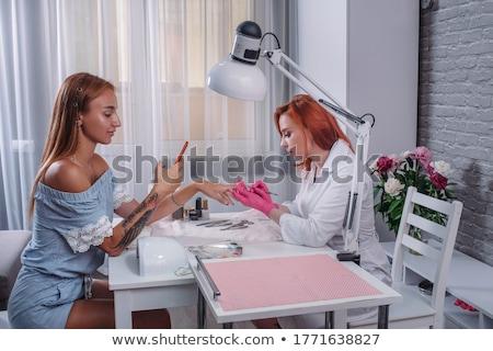 Femme séance table manucure outils haut Photo stock © dashapetrenko