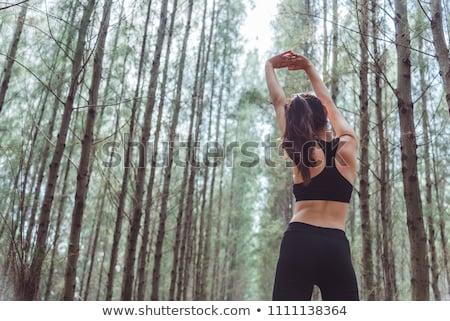 Jonge vrouw ademhaling frisse lucht midden mooie Stockfoto © boggy