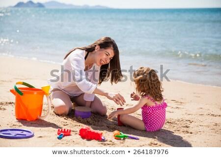 jong · meisje · ouders · strand · zomer · kid · jonge - stockfoto © photography33