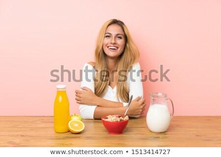 mulher · alimentação · flocos · de · milho · saúde · jovem · café · da · manhã - foto stock © rob_stark