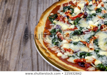 Pizza tomates épinards légumes frais alimentaire Photo stock © tannjuska
