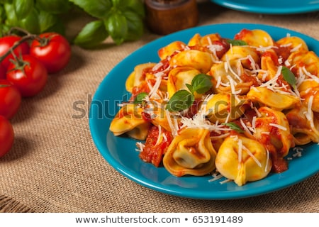 Tortellini paradicsom bazsalikom Stock fotó © M-studio